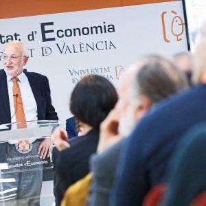 Juan Roig pone en valor la figura del empresario y del emprendedor en la Universitat de València